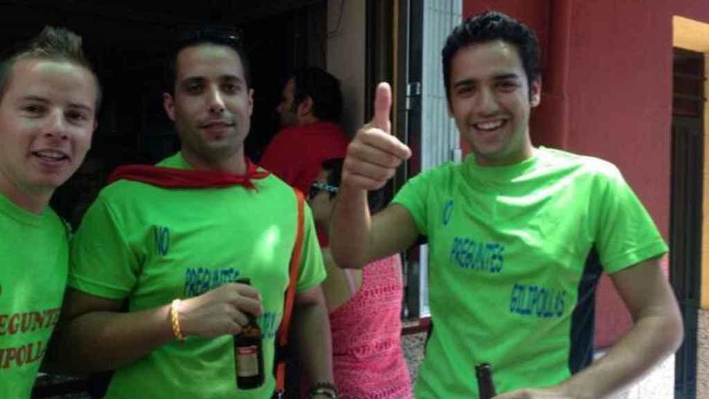 A la derecha, Ismael, en las fiestas de su pueblo, Jaraíz de la Vera.