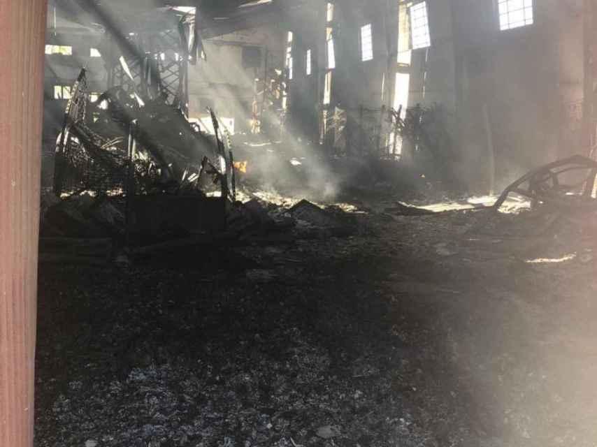 El almacén de 'La Casa de las Carcasas' se incendió entero debido a un fallo eléctrico.