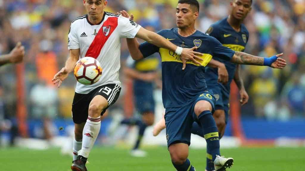 Partido de ida de la final de la Copa Libertadores entre Boca y River.