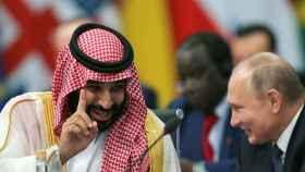 Mohammed bin Salman habla con el presidente de Rusia, Vladimir Putin. /Reuters