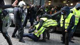 Cerca de 60 detenidos tras los incidentes en la manifestación de los 'chalecos amarillos' en Bruselas