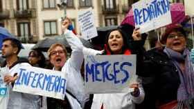 Médicos de atención primaria protestan frente a  la sede del Institut Català de Salut (ICS).