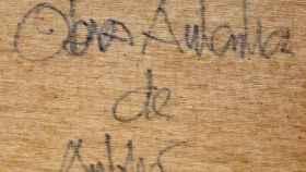 Oswaldo Aulestia Bach firma uno de sus trabajos