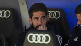 Isco, en el banquillo del Real Madrid ante el Valencia