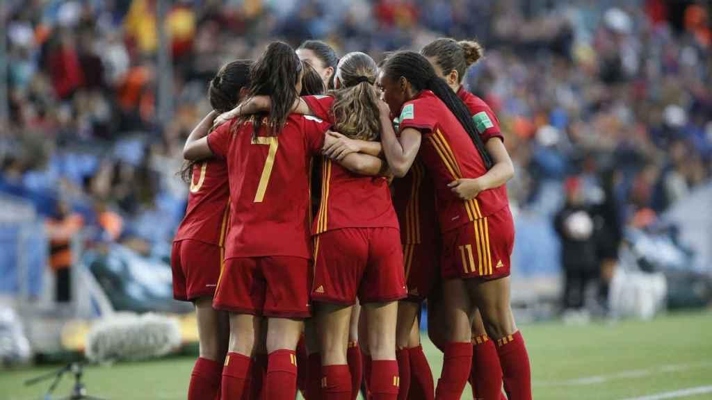 Las jugadoras de la selección española fememina Sub17 celebran un gol