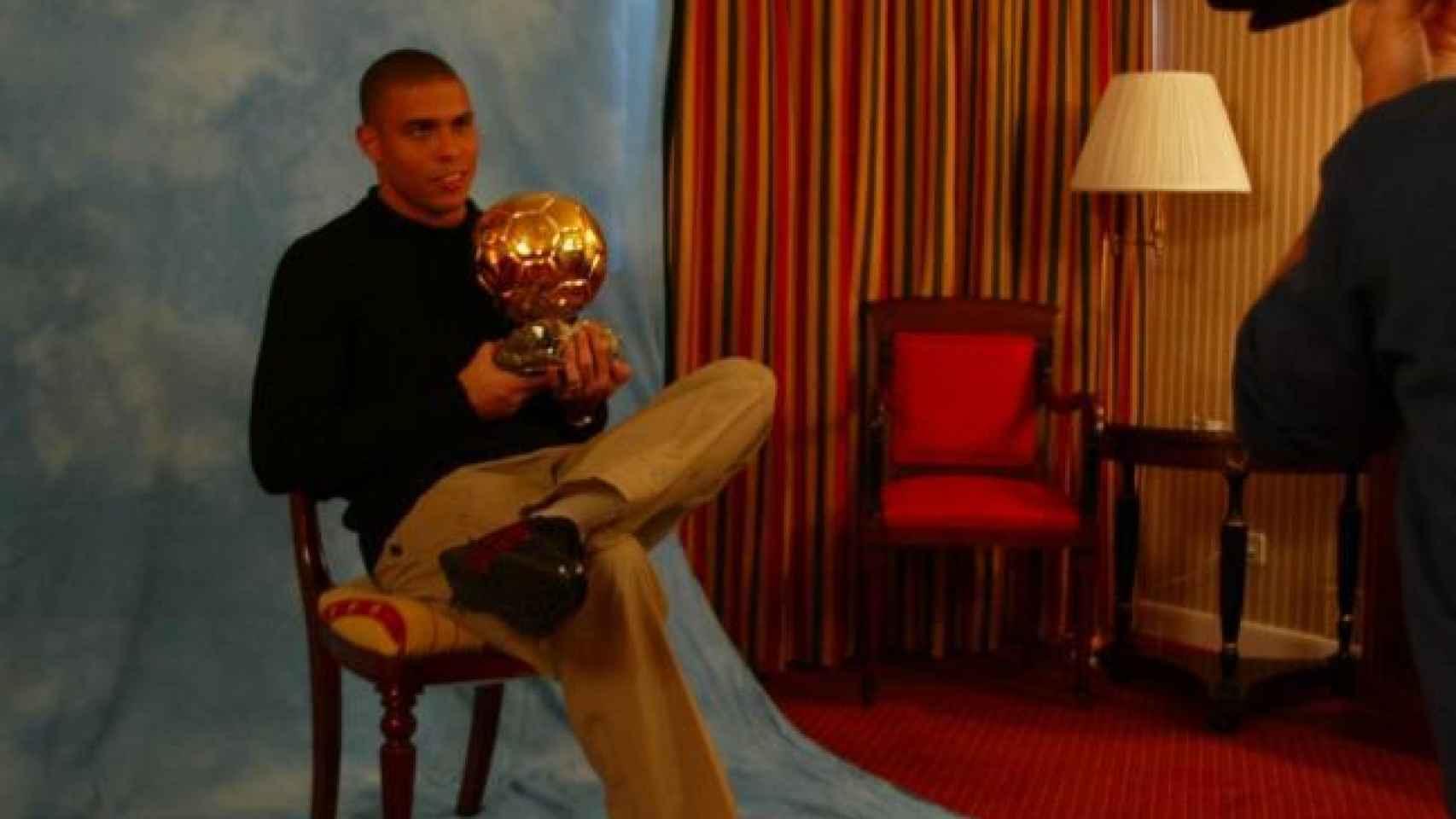 Ronaldo, con el Balón de Oro en 2002