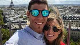 Omar Fraile junto a su novia
