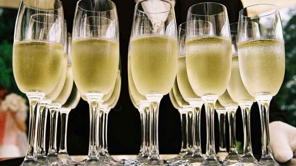 El cava y el champán se elaboran con el mismo método