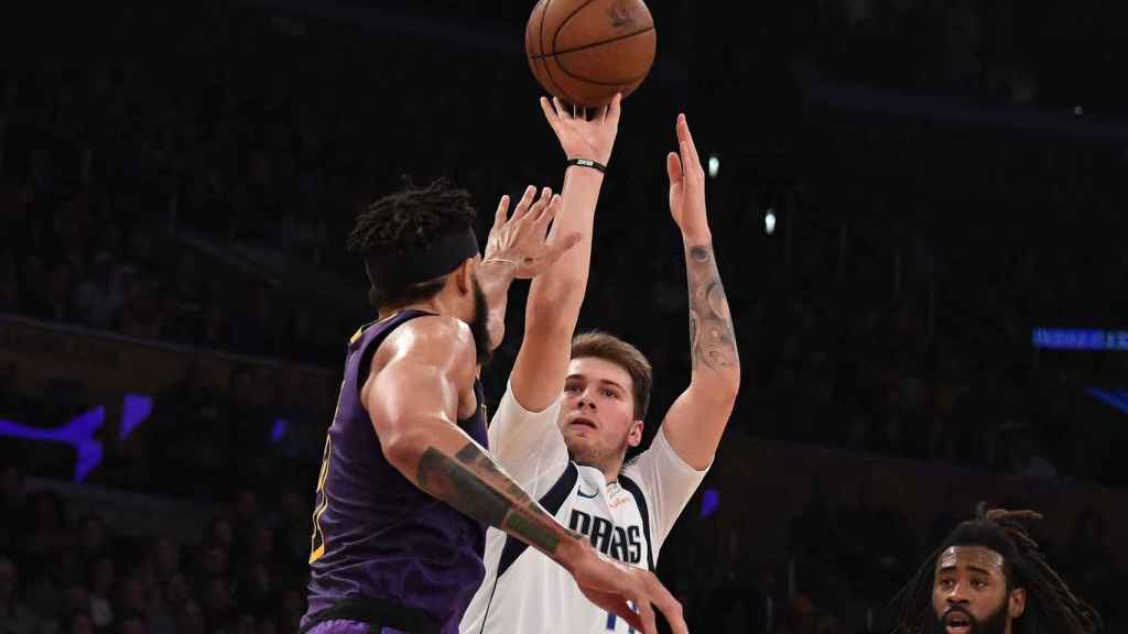 Luka Doncic frente a Los Ángeles Lakers