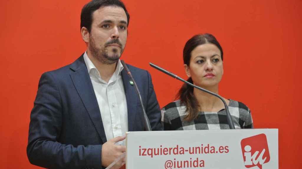 Alberto Garzón, coordinador federal de IU, y Sira Rego, portavoz de la formación.