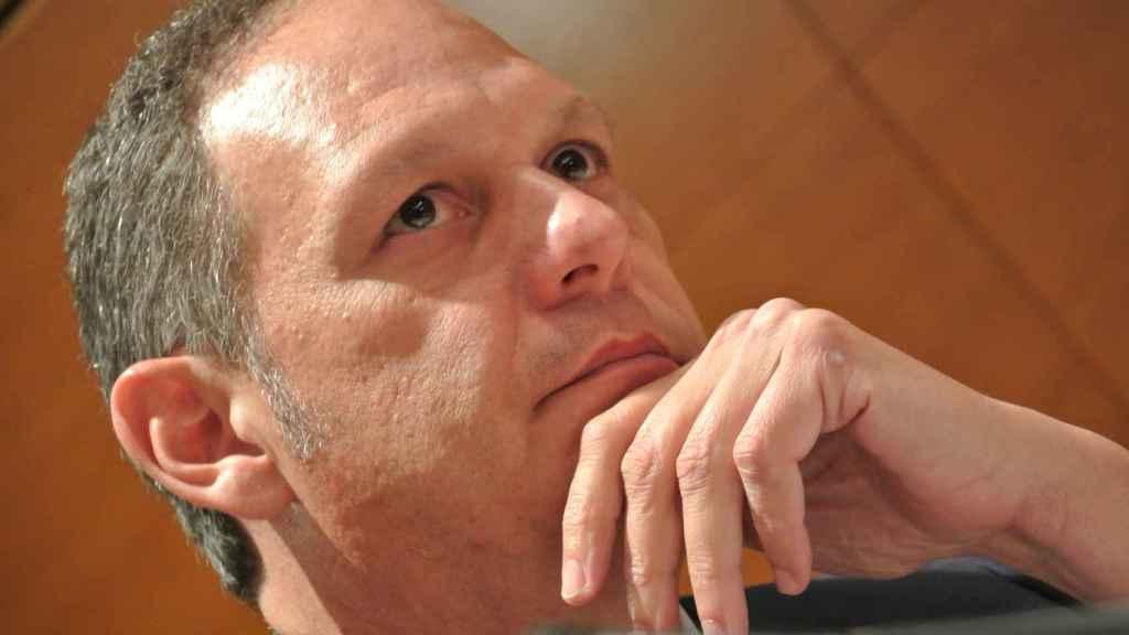 El juez Miguel Ángel Martín Tortabú atiende las preguntas de los senadores.
