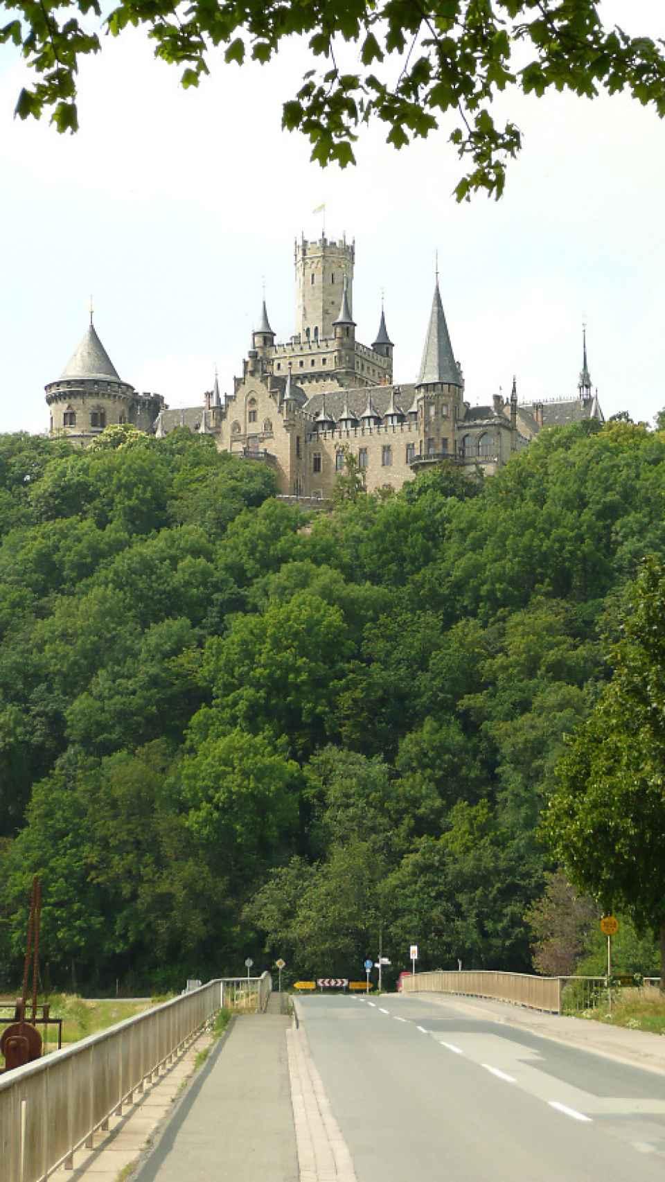 El castillo desde la lejanía.
