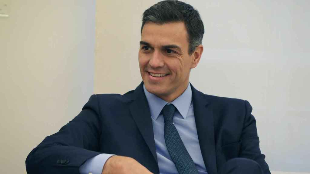 Pedro Sánchez durante su reunión con el presidente de Melilla este martes.