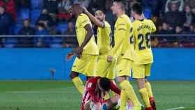 Toko Ekambi celebra un gol con sus compañeros en el Villarreal - Almería de Copa del Rey