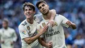 Odriozola y Asensio celebrando uno de los goles ante el Melilla.