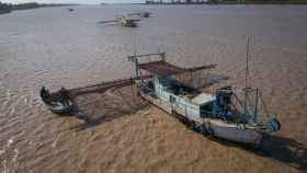 EL ESPAÑOL acompaña a dos pescadores furtivos del río Guadalquivir.