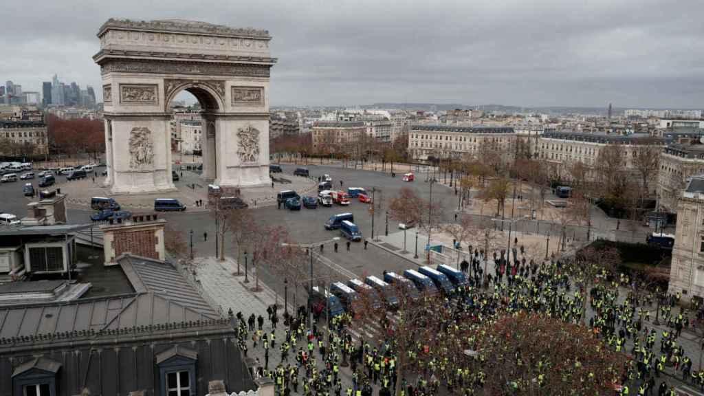 Cuarto sábado de protestas de los chalecos amarillos en París.