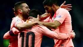 Jordi Alba, Messi y Luis Suárez celebran uno de los goles ante el Espanyol