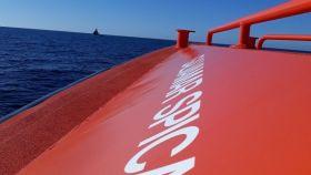 Salvamento Marítimo rescata a 70 personas en una patera en el mar de Alborán