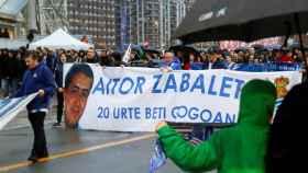 Peñas y seguidores de la Real Sociedad recuerdan a Aitor Zabaleta