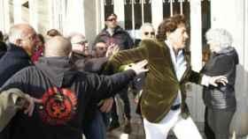 Marichalar trata de escabullirse de los miembros de los CDR en Girona.