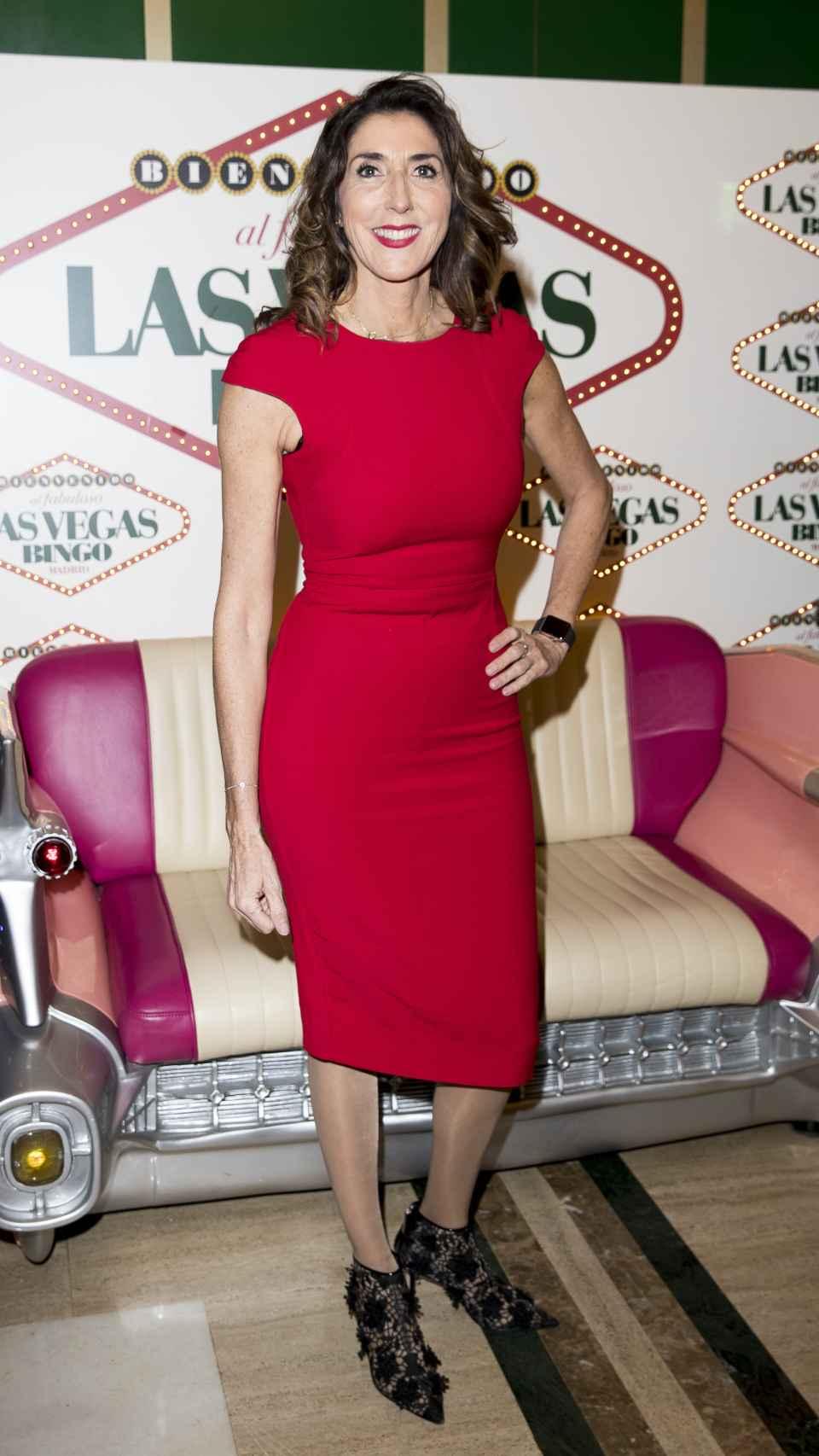 Paz Padilla, vestida de rojo en la cena de Navidad de 'Sálvame'.