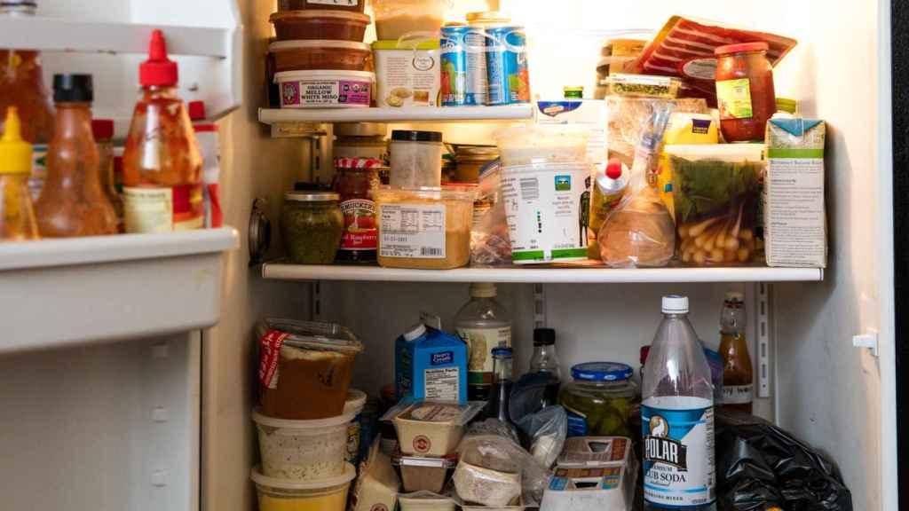 Un frigorífico repletito de comida hasta arriba. El orden ya tal.