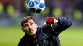 Casillas durante el calentamiento del Galatasaray-Oporto