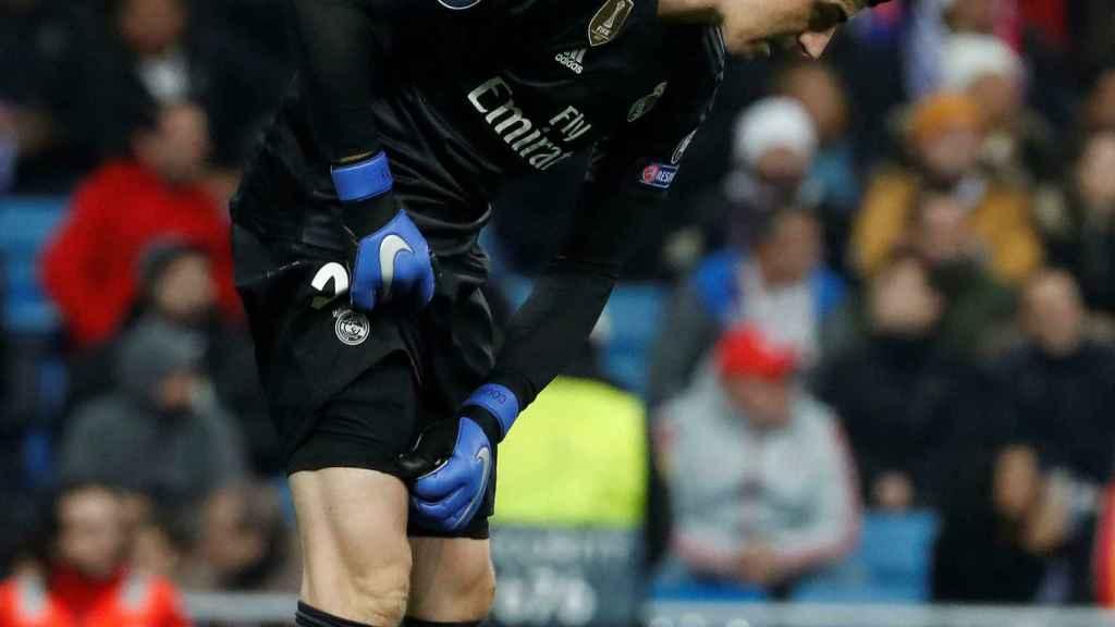 Courtois se lamenta tras el gol del defensa del CSKA de Moscú Georgi Schennikov
