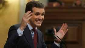 El líder del PP, Pablo Casado, durante su intervención tras la comparecencia del presidente del Gobierno, Pedro Sánchez, sobre la situación en Cataluña, en el Congreso de los Diputados