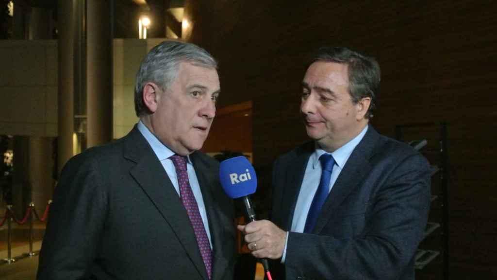 La RAI entrevista en directo a Antonio Tajani ante el hemiciclo de la Eurocámara en Estrasburgo.