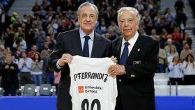 Ferrándiz con Florentino Pérez en el homenaje del Real Madrid