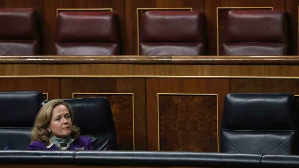 La ministra de Economía y Empresa, Nadia Calviño, durante una sesión plenaria.