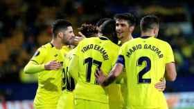 Los jugadores del Villarreal celebran uno de los dos goles