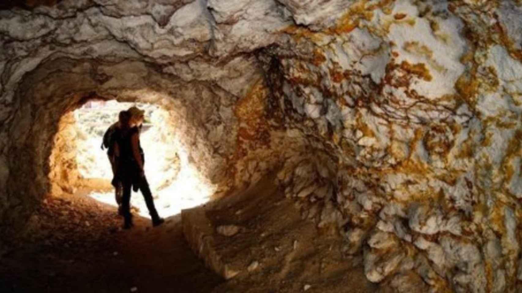 Imagen de archivo de la entrada a una explotación minera.