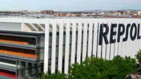 Edificio de la sede madrileña de Repsol que acogerá la próxima junta.