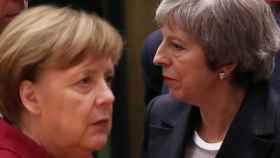 May  y Merkel, durante la cumbre del 'brexit'