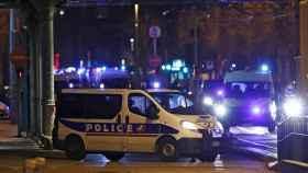 Efectivos policiales cerca del barrio donde se ha producido la operación policial