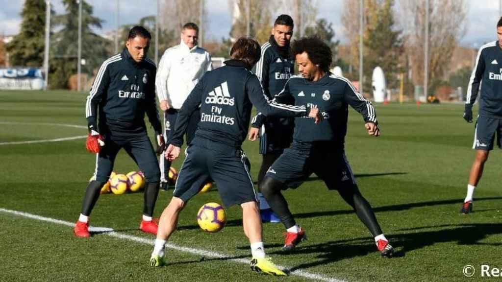 El Real Madrid entrenándose antes del partido contra el Rayo Vallecano. Foto: realmadrid.com