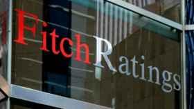 Fitch advierte: España duplica en deuda y paro a otros países con un rating similar