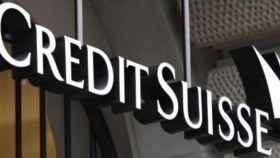 Rótulo en una de las sedes de Credit Suisse.