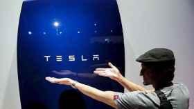 Musk afirma ahora que el fondo soberano saudí quiere sacar a Tesla de la bolsa