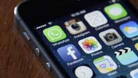 redes+sociales+smartphone+movil+facebook+whatsapp+instagram+twitter