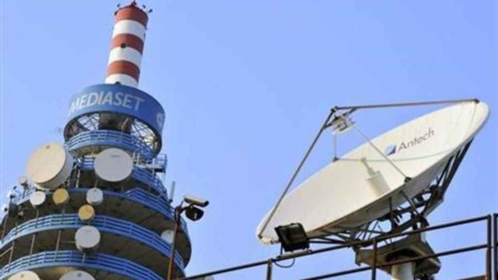 Antenas en la sede central del grupo Mediaset en Italia.