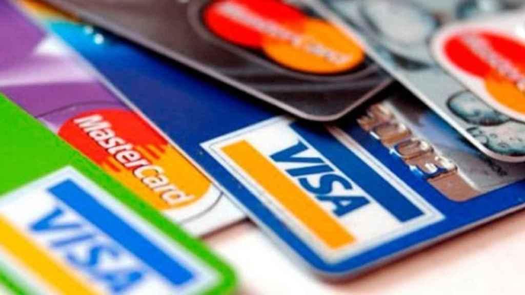 Imagen de archivo de tarjetas de crédito.