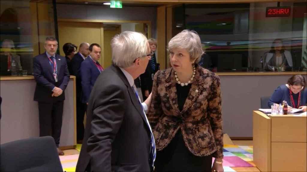 El momento de máxima tensión entre May  y Juncker en la última cumbre de la UE