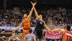 Salto inicial del San Pablo Burgos - Valencia Basket
