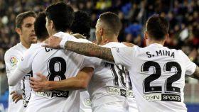 Los jugadores del Valencia celebran el gol ante el Eiba en el partido de La Liga
