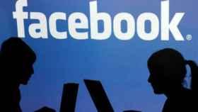 Registran oficinas de Cambridge Analytica en Londres por escándalo Facebook