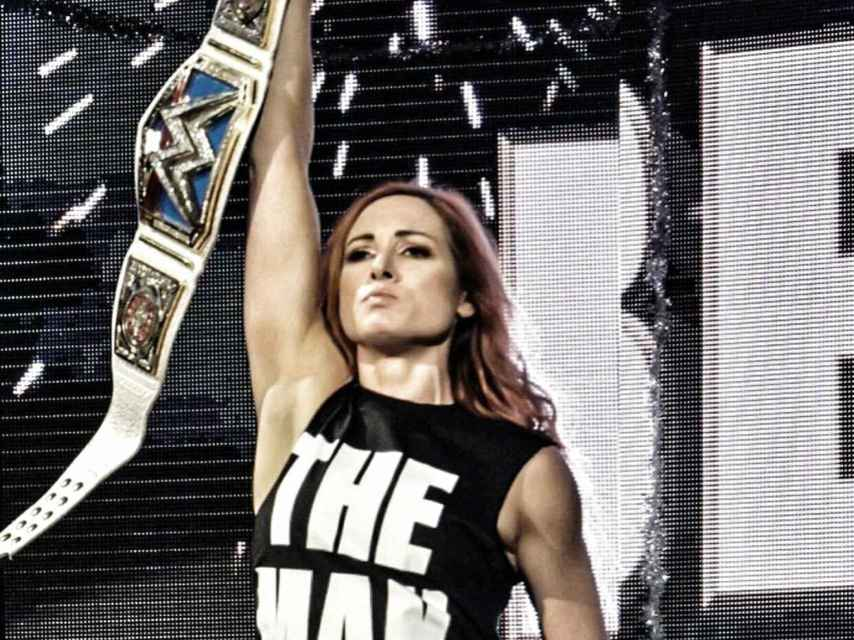 Becky Lynch con el campeonato femenino de Smackdown Live